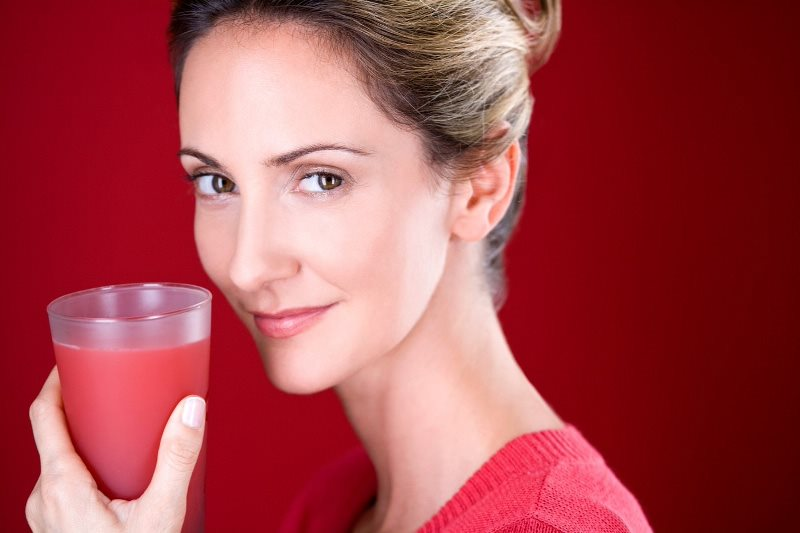 Uống nhiều nước – cách chữa mồ hôi nhiều toàn thân đơn giản